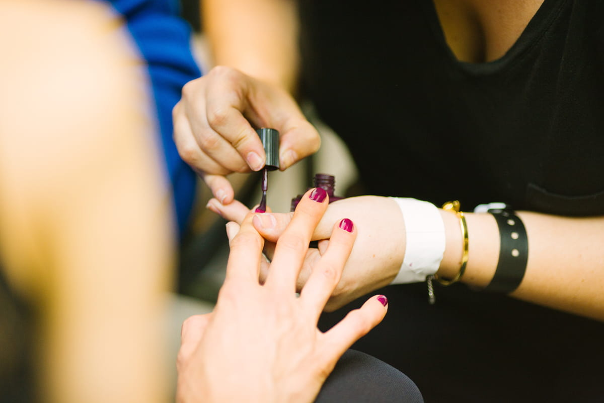 6 Nail Art Ideas That Will Show off Your School Spirit