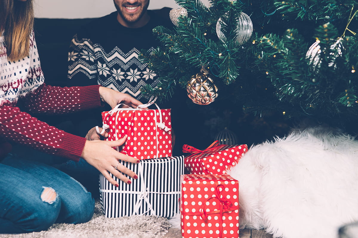 how-to-save-money-on-christmas-presents-as- & 5 Ways to Save Money on Christmas Presents as a Broke College Student